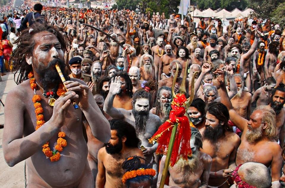 हरिद्वार महाकुंभ में फूटा कोरोना बम, कई साधु संत हुए पॉजिटिव, भीड़ देखकर प्रशासन के हाथ-पांव फूले