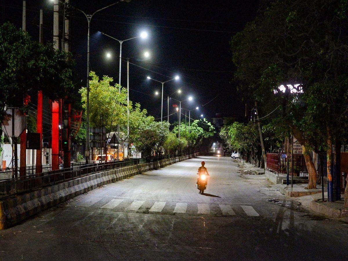 कोरोना का बढ़ता कहर: यूपी के अब इस जिले में लगा कर्फ्यू, उल्लंघन करने पर होगी कार्रवाई