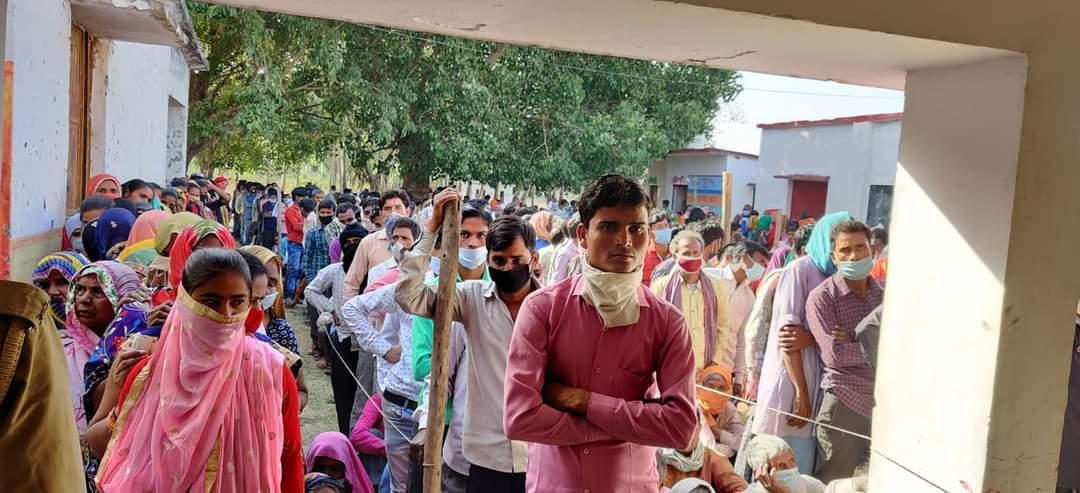 छिटपुट घटनाओं के बीच यूपी पंचायत चुनाव के दूसरे चरण का मतदान जारी