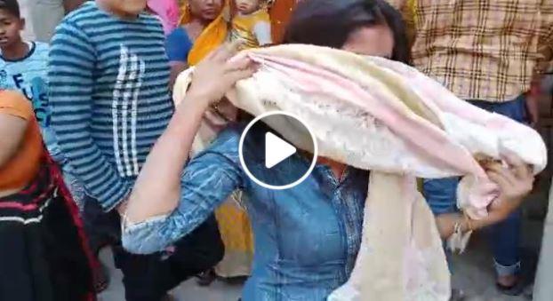 बरेली- मिशन शक्ति की खुली पोल, मनचलों ने लड़की को बेहरमी से पीटा
