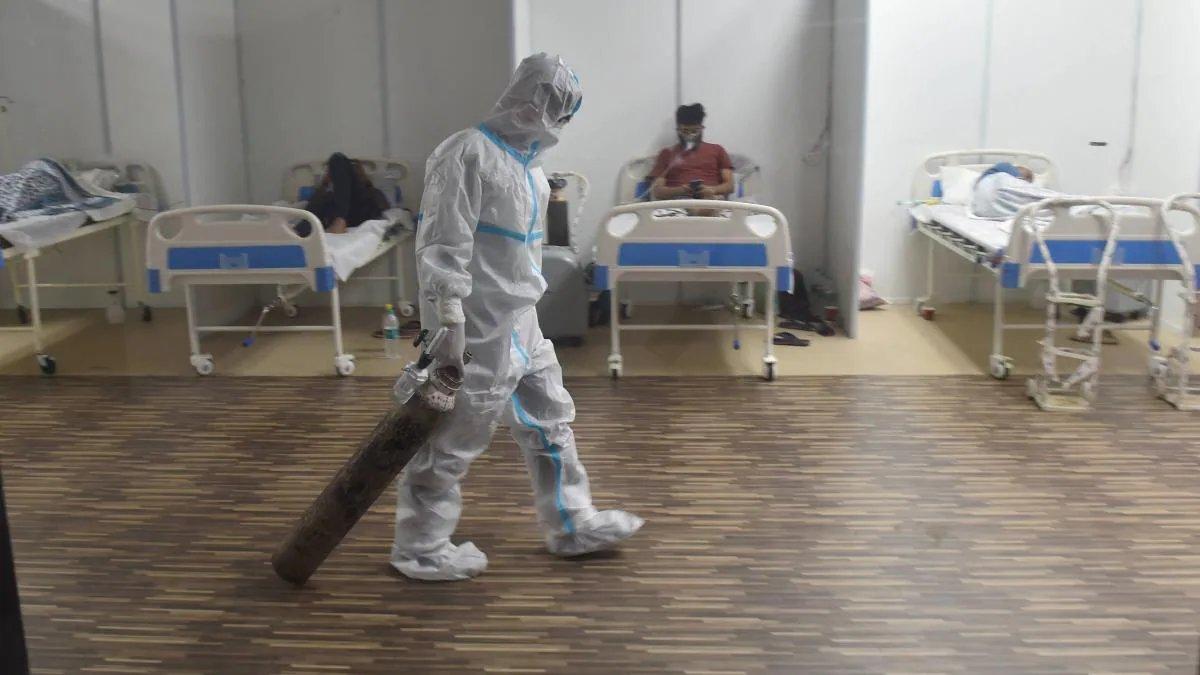 कोरोना का कहर: 24 घंटे में सामने आए 2.95 लाख से ज्यादा मामले, 2023 लोगों की मौत
