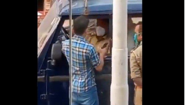 कुशीनगर: मास्क ना लगाने पर टोका तो चौकी इंचार्ज को युवक ने मारा थप्पड़, Video वायरल