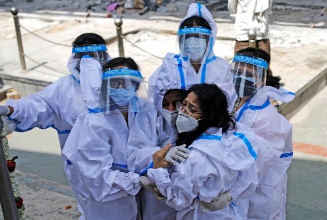 कोरोना का कहर: देश में पहली बार 24 घंटे में सामने आए 3.32 लाख नए केस आए, 2263 की मौत