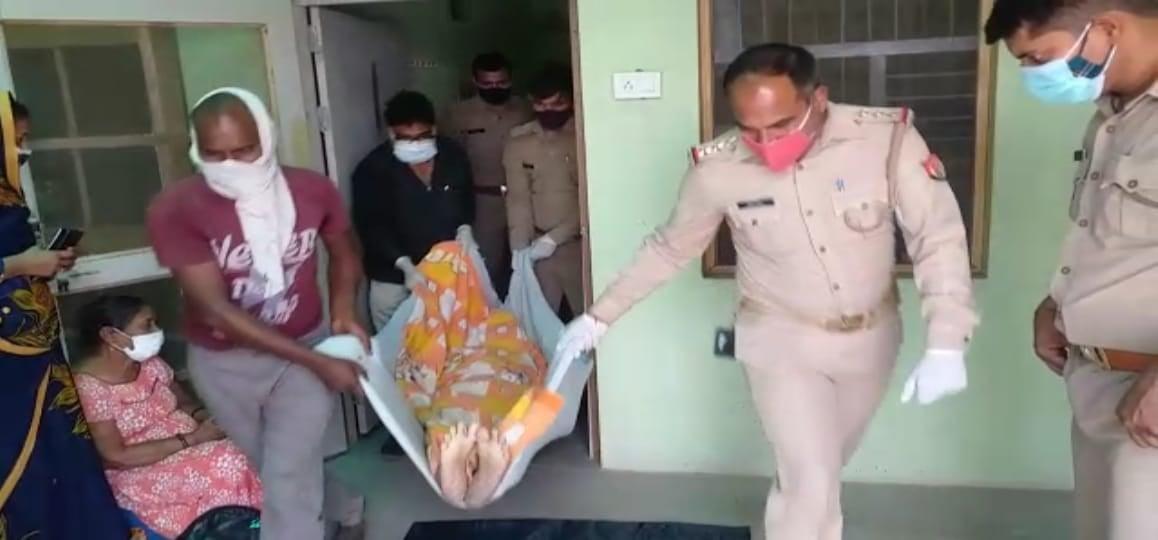 वीडियो: मथुरा पुलिस ने फिर दिखाई मानवता, बेटी की गुहार पर बाप की अर्थी को दिया कंधा
