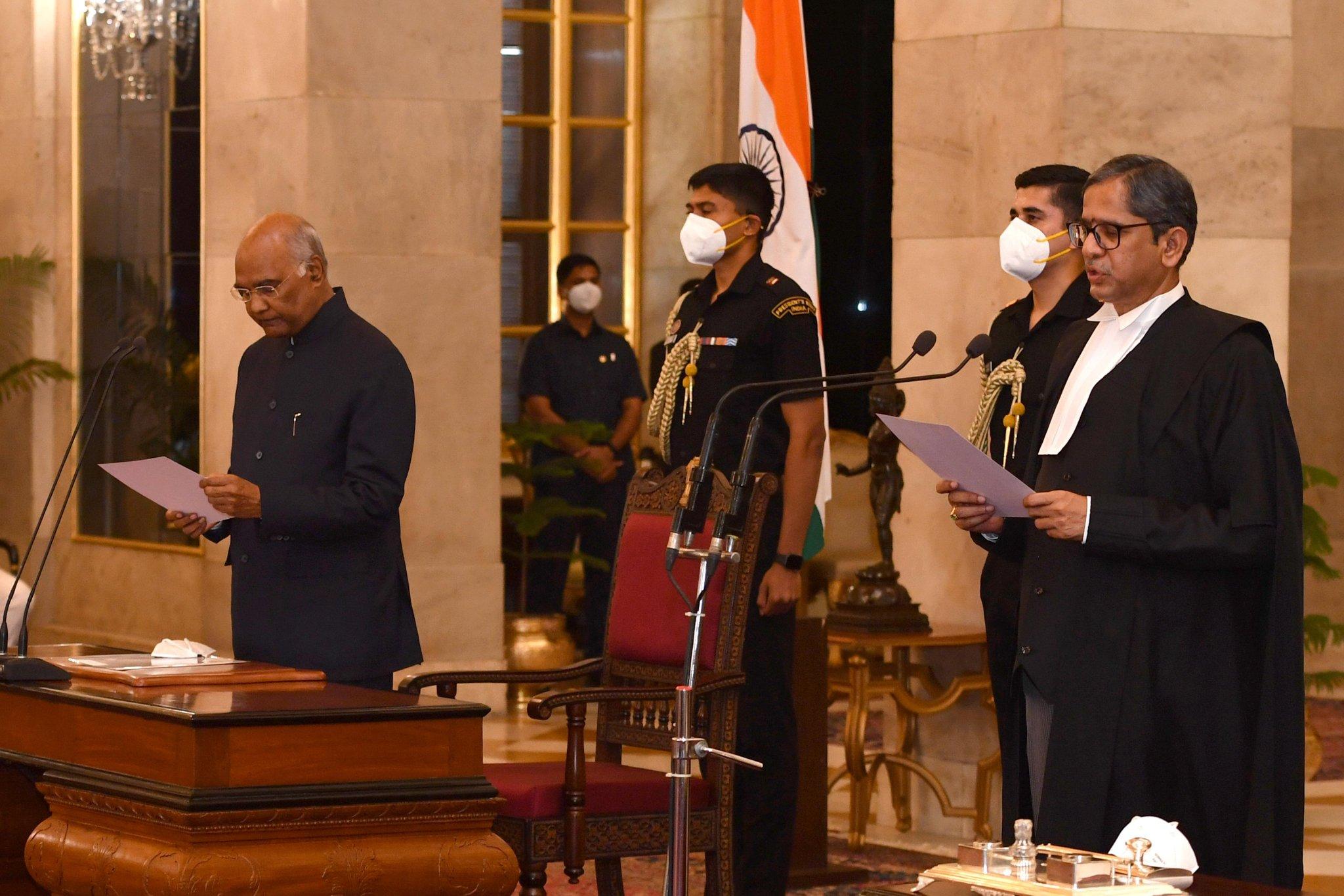 देश के 48वें चीफ जस्टिस बने एनवी रमना, राष्ट्रपति कोविंद ने दिलाई शपथ
