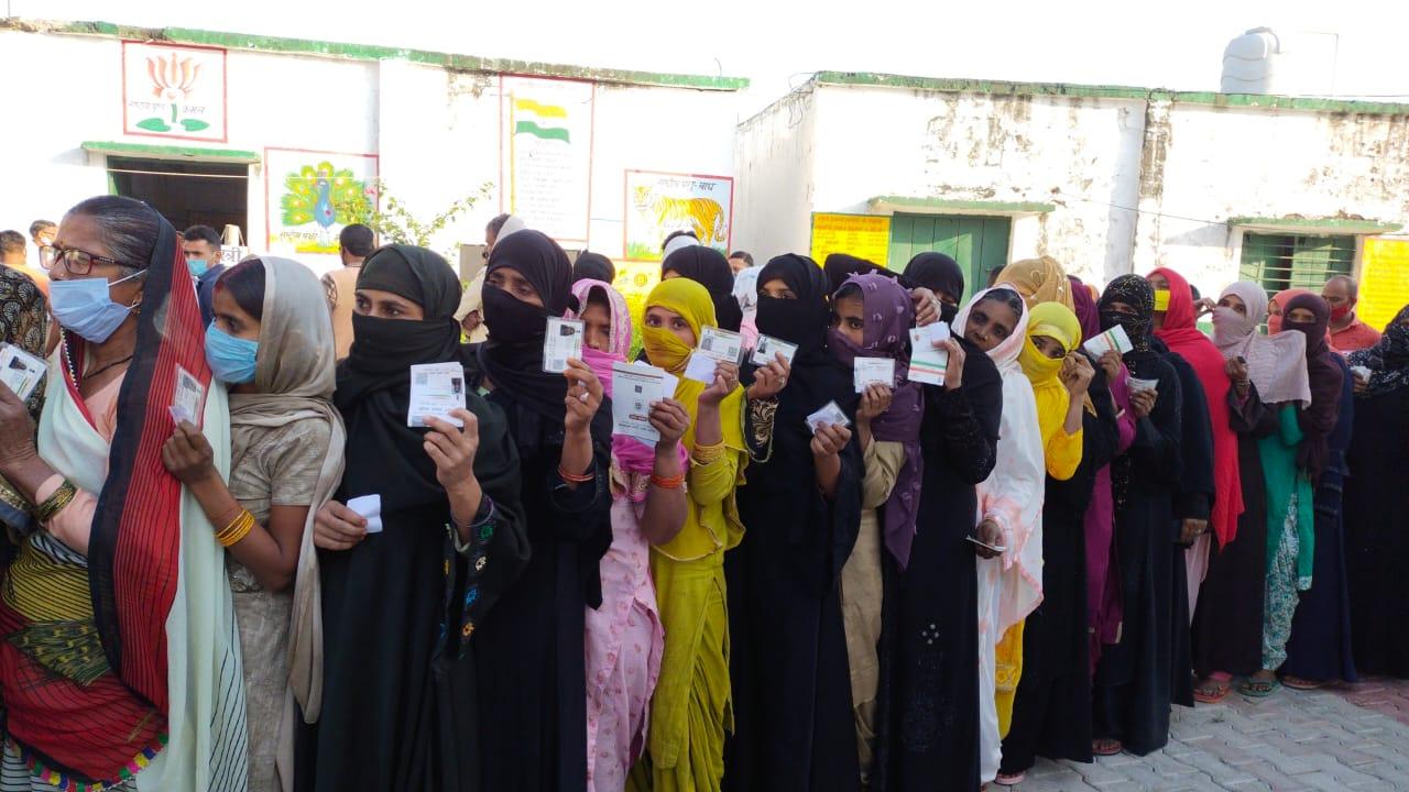 20 जिलों में आज पचांयत चुनाव के तीसरे चरण लिए मतदान, कहीं झड़प को कहीं फर्जी वोटिंग पर बवाल