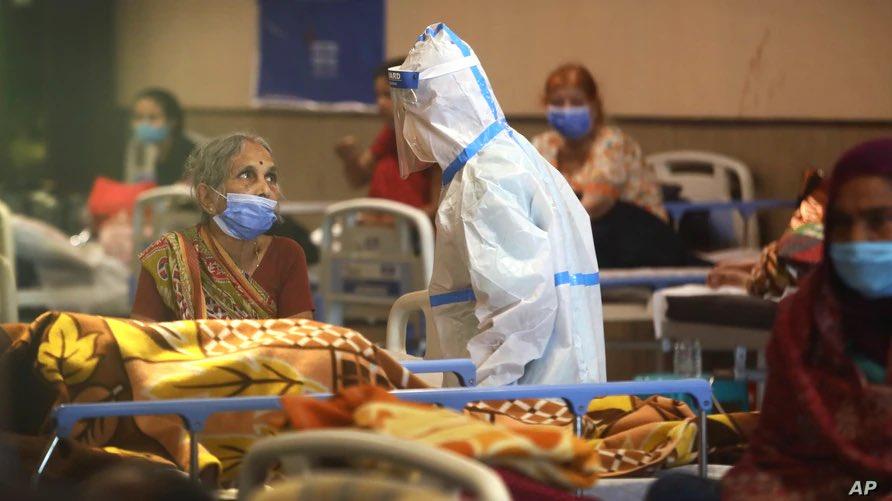 कोरोना का कहर: बीते 24 घंटे में 3.23 लाख नए केस, 2.51 लाख मरीज हुए डिस्चार्ज