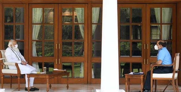 कोरोना संकट को लेकरवायुसेना प्रमुख आरकेएस भदौरिया ने पीएम मोदी से की मुलाकात