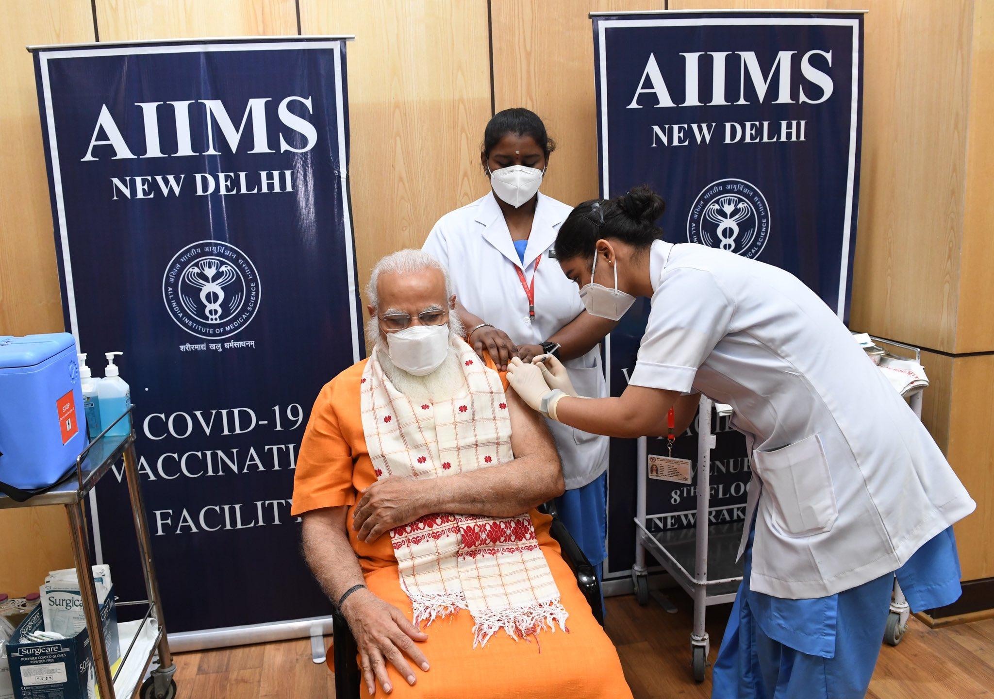 AIIMS पहुंचकर पीएम मोदी ने लगवाई कोरोना वैक्सीन की सेकेंड डोज