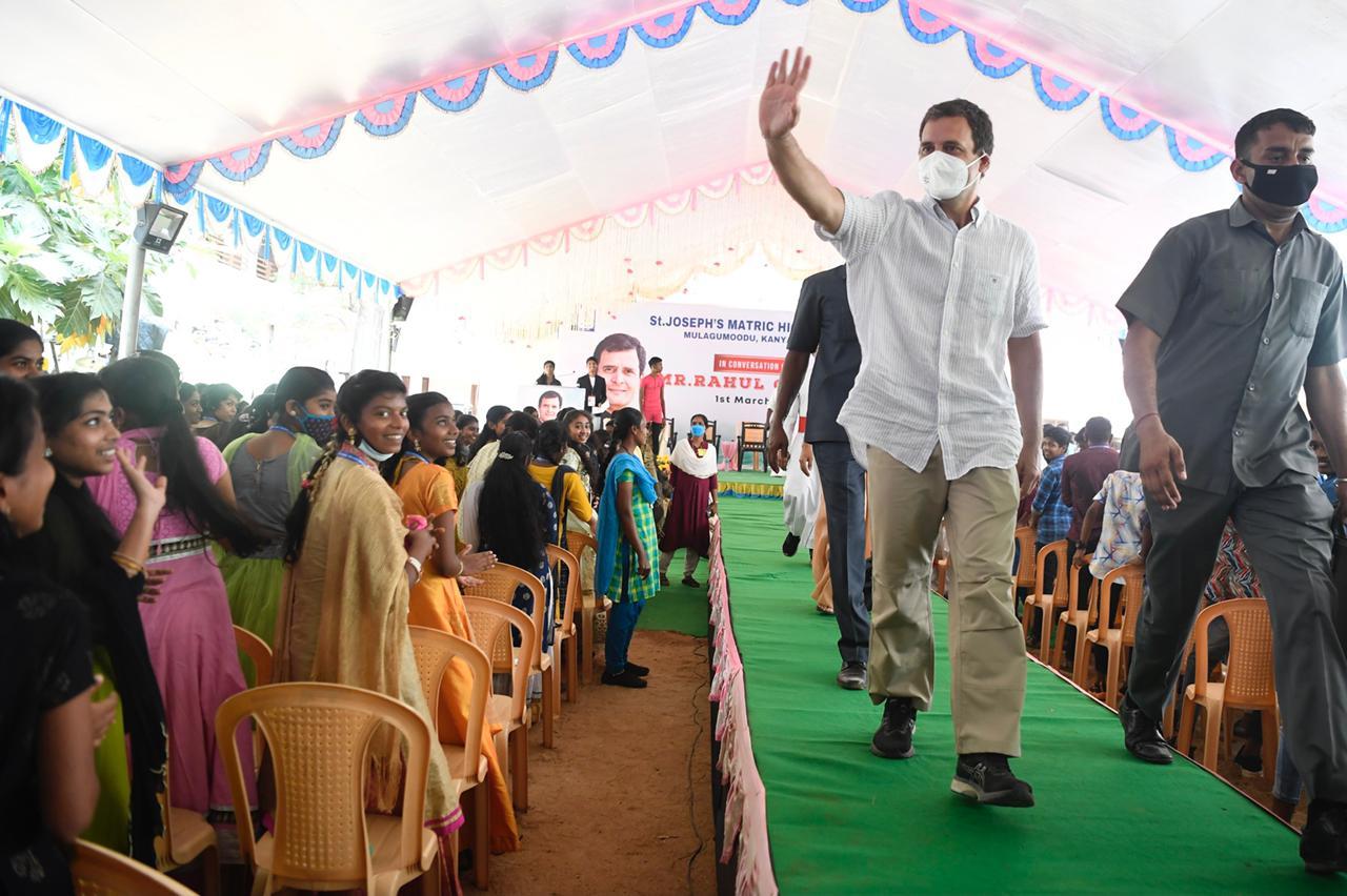 VIDEO: राहुल गांधी ने 9 सेकेंड में लगाए 13 पुशअप, छात्रों को सिखाए फिटनेस के गुण