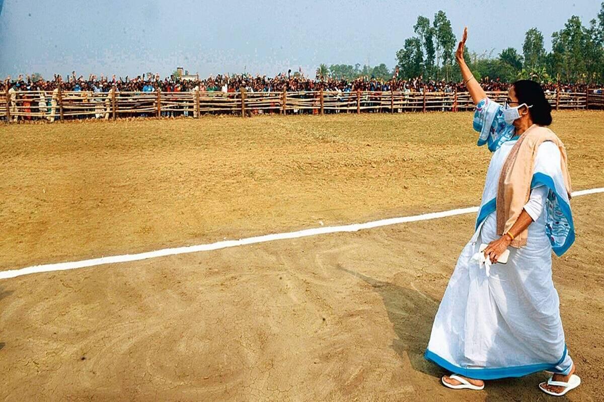 नामांकन से पहले ममता बनर्जी ने किए भगवान शिव के दर्शन, नंदीग्राम से दाखिल करेंगी पर्चा