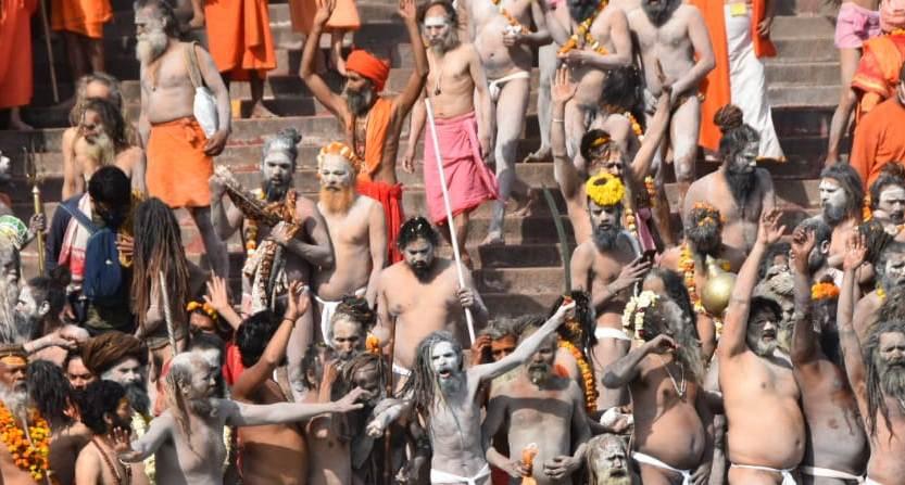 महाकुंभ का पहला शाही स्नान. हरकी पैड़ी पर अखाड़ों के संतों ने लगाई आस्था की डुबकी