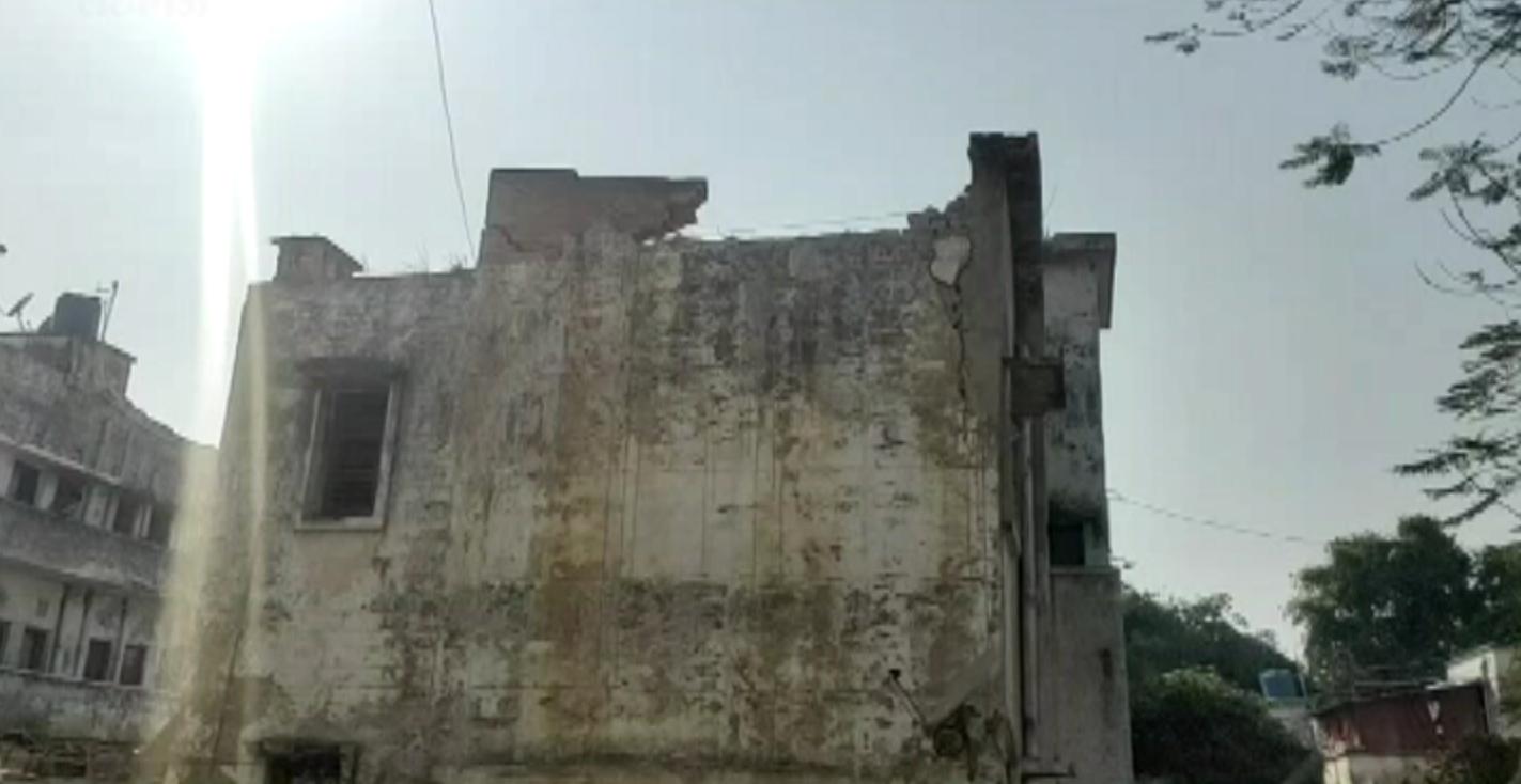 लखनऊ-35वीं पीएसी वाहिनी की बिल्डिंग गिरी, हादसे में कोई हताहत नहीं