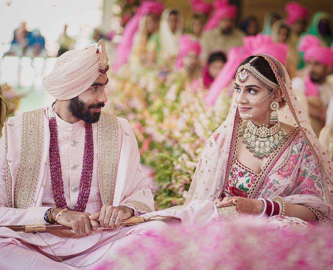 शादी के बंधन में बंधे भारतीय क्रिकेटर जसप्रीत बुमराह, टीवी एंकर संजना गणेशन के साथ लिए सात फेरे
