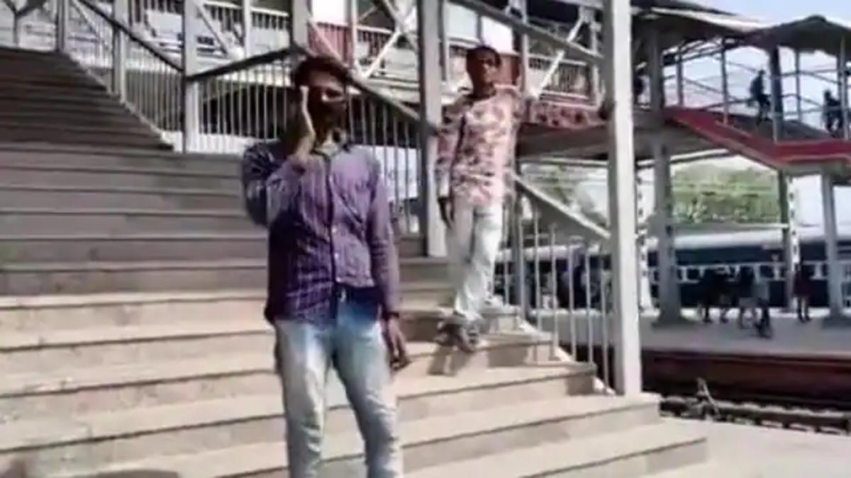 आवाज निकालकर कलंदर अब भगाएंगे चारबाग स्टेशन से बंदर