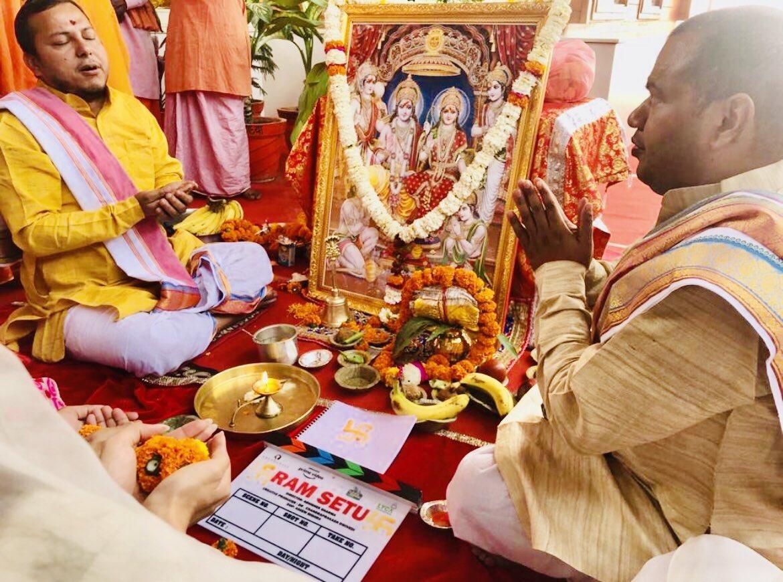 अयोध्या में रामलला के सामने हुआ 'रामसेतु' का मुहूर्त, अक्षय कुमार ने शेयर की तस्वीर