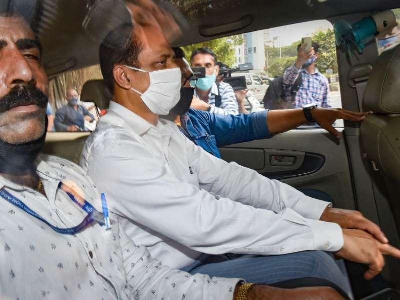 महाराष्ट्र ATS ने सस्पेंड पुलिस अफसर सचिन वाजे की वोल्वो कार को किया सीज