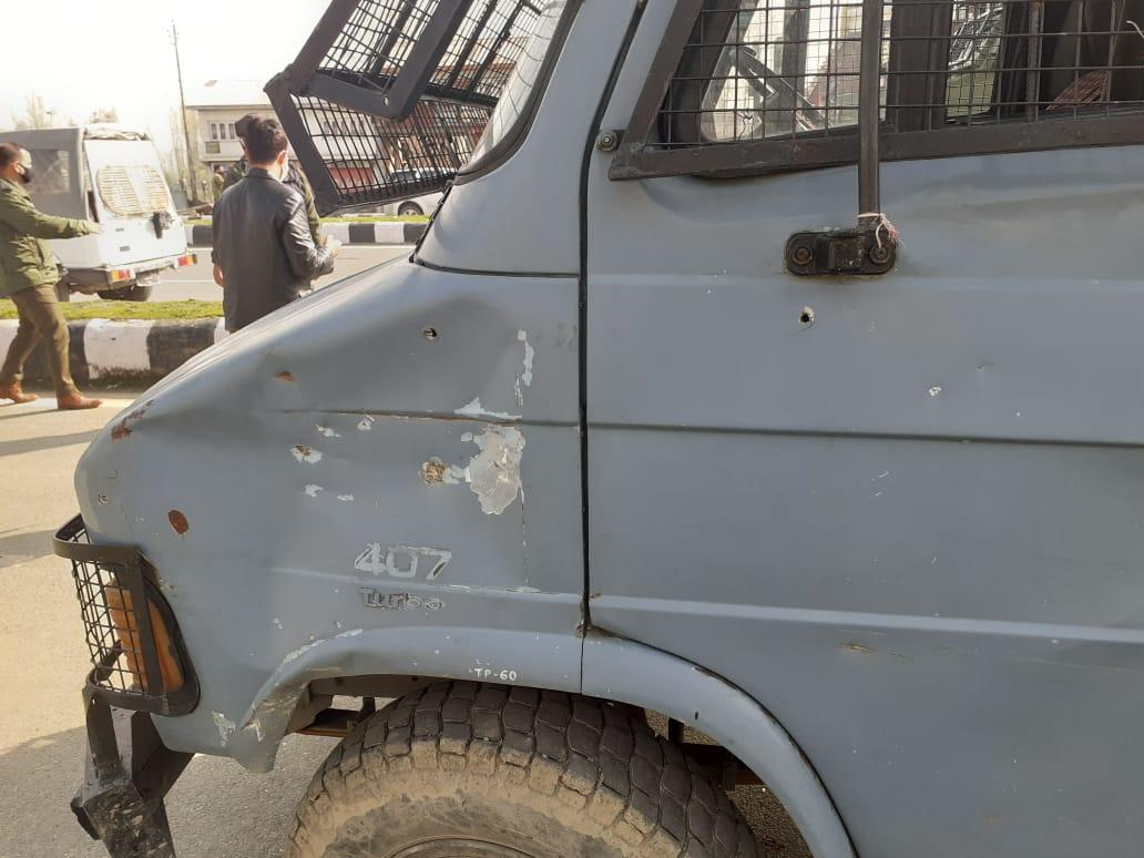 लावापोरा इलाके में सीआरपीएफ की टीम पर आतंकी हमला, 2 जवान शहीद, 2 घायल