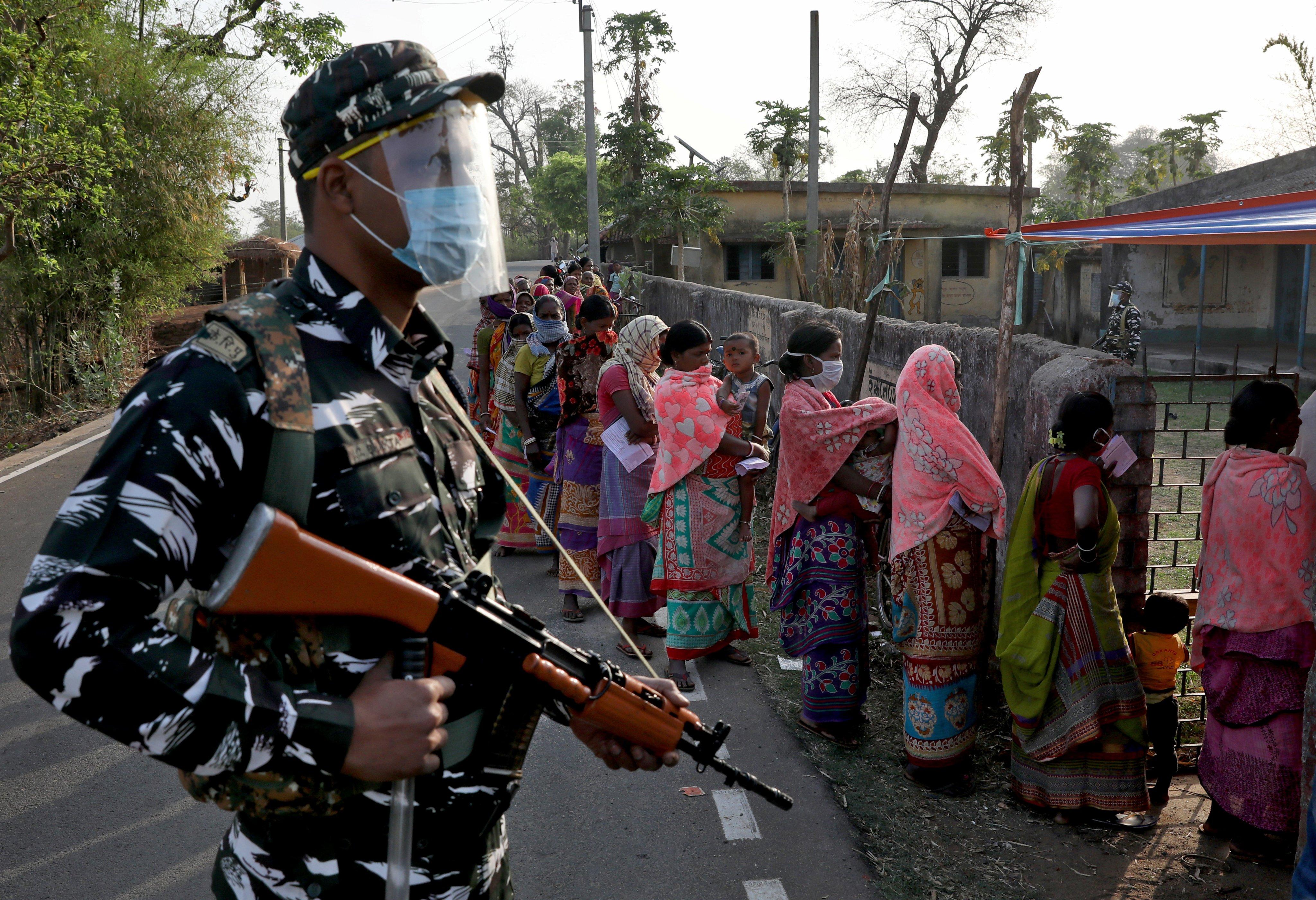 बंगाल चुनाव: आखिर 4 मिनट में कैसे घट गई करीब 8% वोटिंग? TMC ने चुनाव आयोग से शिकायत की