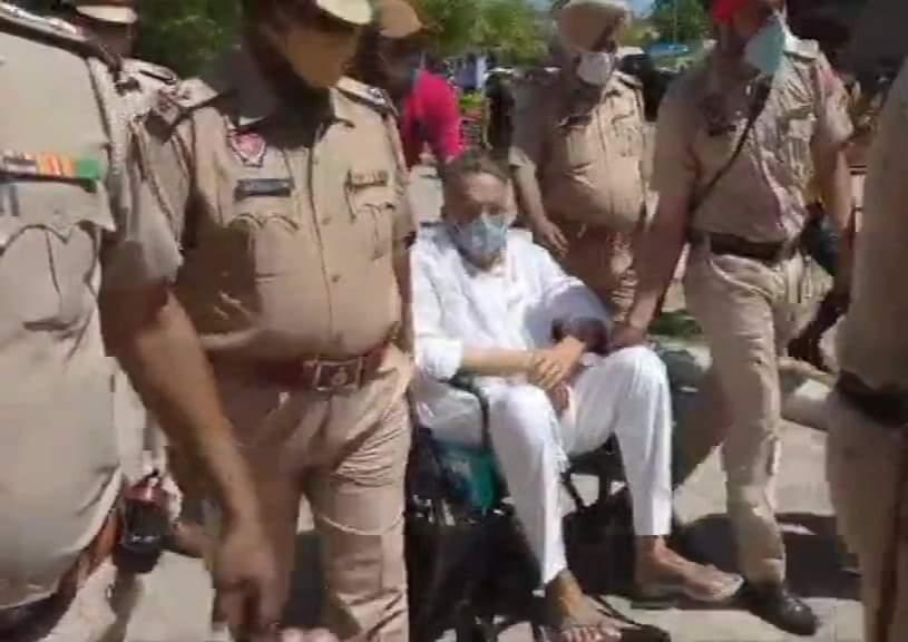 पंजाब: व्हीलचेयर पर मोहाली कोर्ट लाया गया मुख्तार अंसारी, 12 अप्रैल को होगी अगली सुनवाई