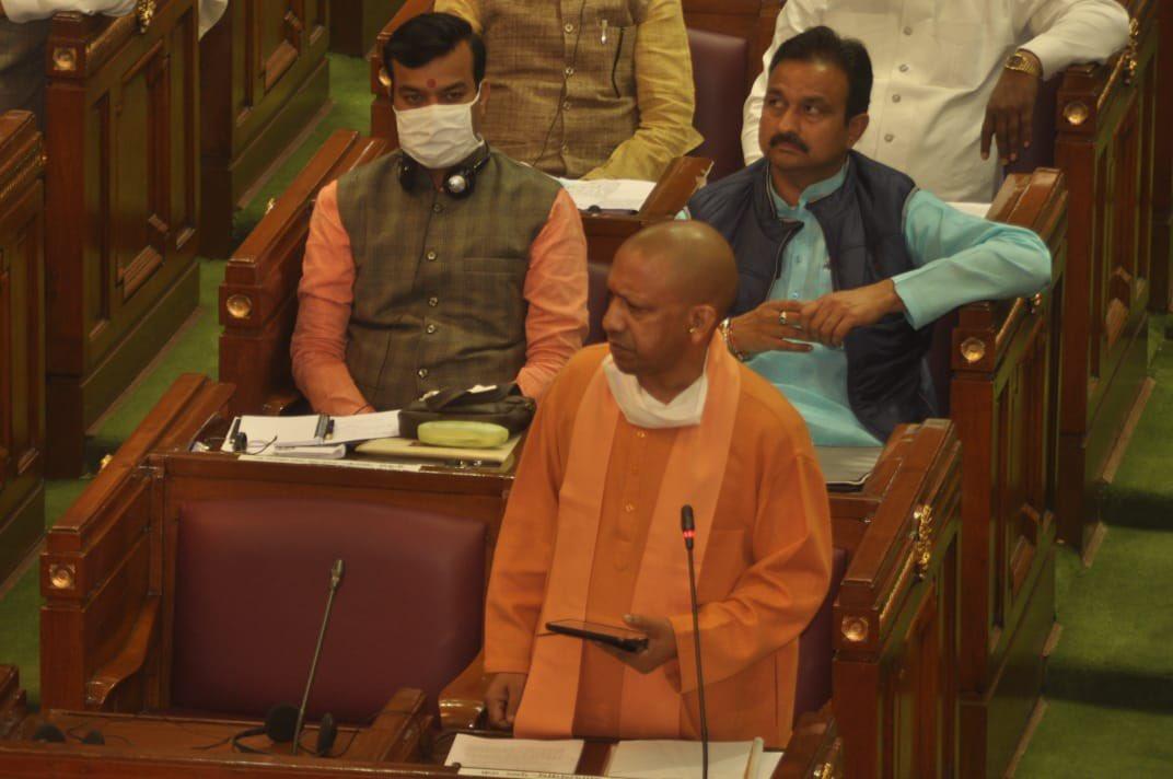 हाथरस कांड-सपा पर बरसे CM योगी, कहा- 'हर अपराधी के साथ समाजवादी शब्द क्यों जुड़ जाता है?'