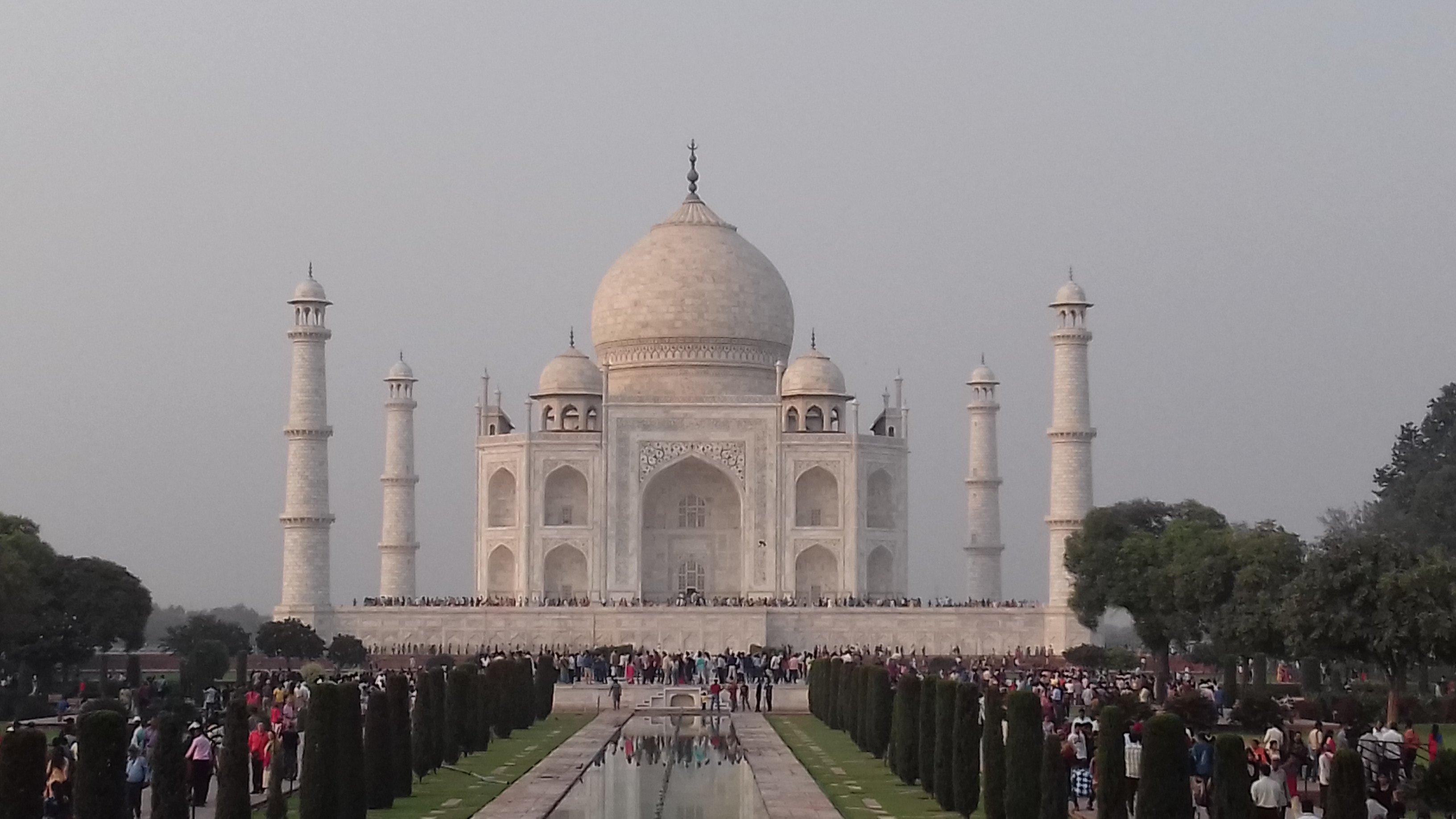 ताजमहल में बम होने की खबर,पर्यटकों को निकाला गया बाहर, फोन करने वाला युवक गिरफ्तार