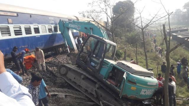 बिहार :समस्तीपुर रेलखंड पर बड़ा हादसा, जानकी एक्सप्रेस से JCB की टक्कर