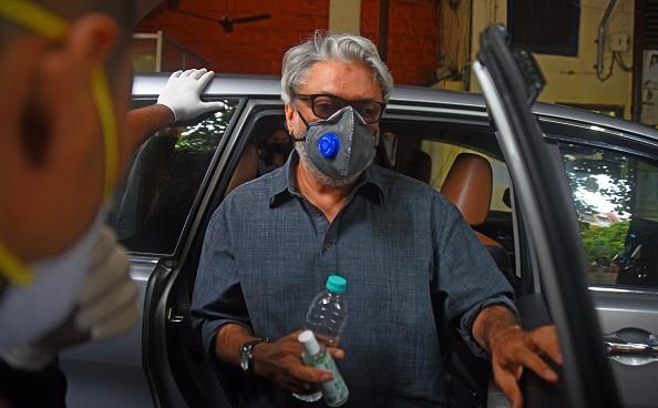 रणबीर कपूर के बाद संजय लीला भंसाली कोरोना पॉजिटिव, 'गंगूबाई काठियावाड़ी की शूटिंग रुकी