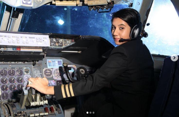 आयशा अजीज बनीं देश की सबसे कम उम्र की महिला पायलट