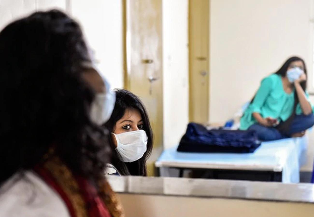 कोरोना से जंग: एक योद्धा की तरह करें अपने परिवार और देश की सुरक्षा, जानिए वायरस से लड़ने के लिए कितनी तैयार है सरकार