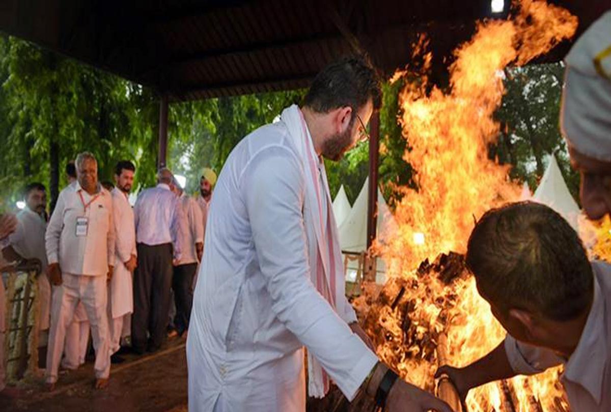 अरुण जेटली के अंतिम संस्कार की भीड़ में मौजूद था ''चोरों का गैंग'', बाबुल सुप्रियो समेत 11 लोग हुए शिकार