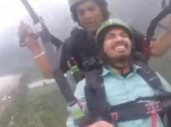 वायरल वीडियो 'लैंड करा देभाई' कहने वाले इस लड़के ने स्काई डाइविंग को लेकर कही 'बड़ी बात'
