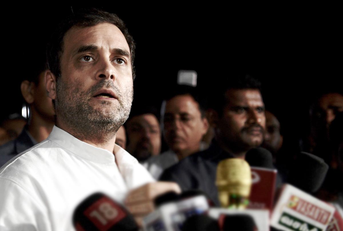 राहुल गांधी को फैन ने दिया Kiss, सोशल मीडिया पर वीडियो वायरल