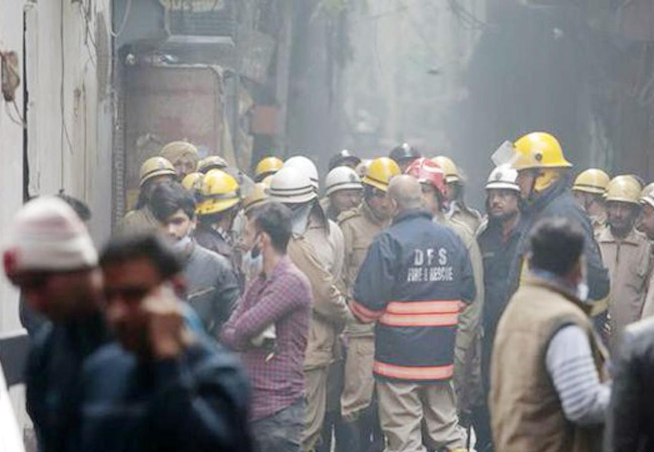 दिल्ली के फ़िल्मिस्तान इलाके में भीषण आग्निकांड, अब तक 43 की मौत,अधिकतर लोगों की मौत दम घुटने से