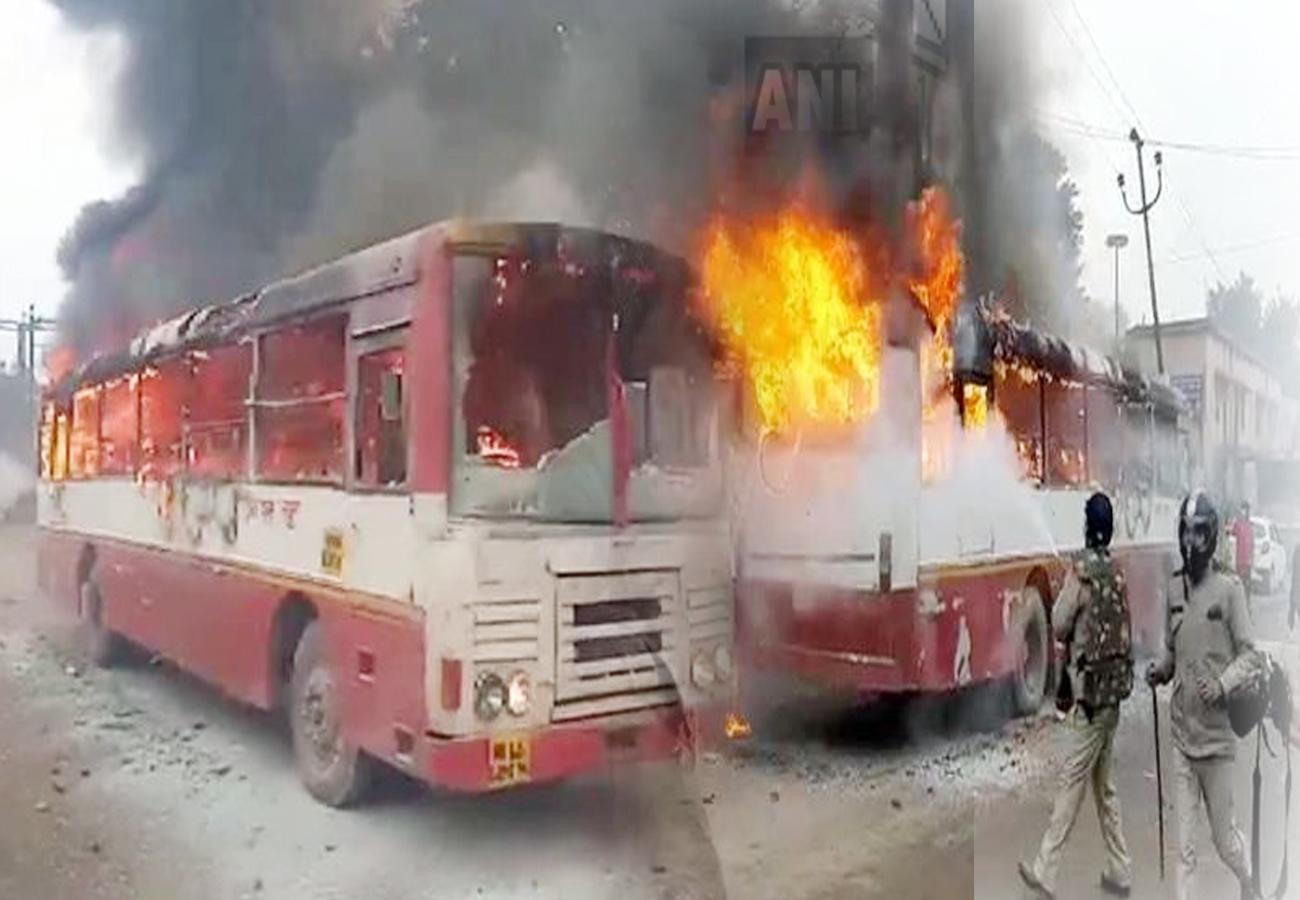 CAA Protest : यूपी के संभल में उग्र हुआ प्रदर्शन, पुलिस पर पथराव-बसों में आगजनी, इंटरनेट सेवा और कारोबार ठप