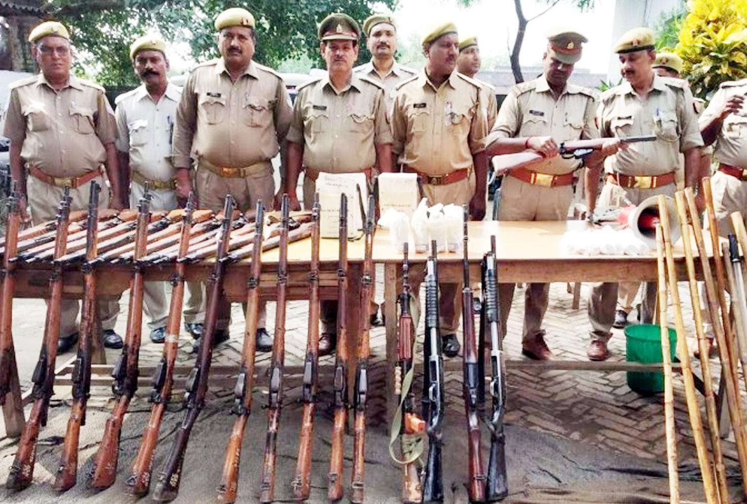 दंगा रिहर्सल के दौरान पुलिस की बंदूकों ने छोड़ा धुआं, इसी महीने आ सकता राम मंदिर पर सुप्रीम कोर्ट का फैसला