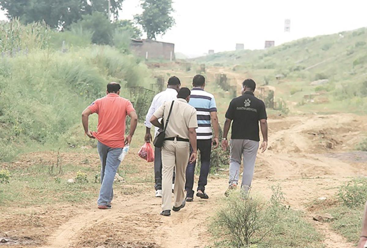 पड़ोसी गांव के लोगों ने किया विवाहिता का गैंगरेप, बाग में लहूलुहान हालत में मिली लाश