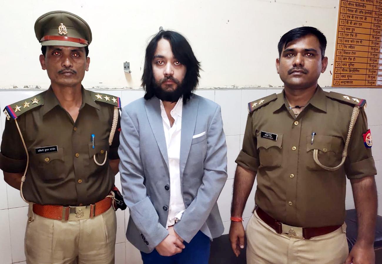 'शुद्ध प्लस' मसाले के घराने पर पुलिस का शिकंजा, आयुष खेमका की ये गिरफ्तार नाटकीय तो नहीं ?