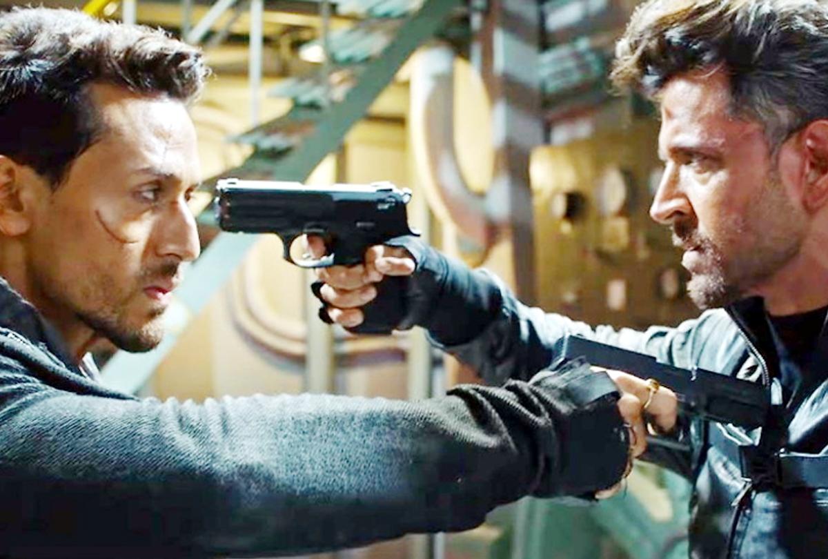 कमाई के मामले में ऋतिक-टाइगर ने तोड़ा सलमान का रिकॅार्ड, यहां देखें 'वॉर' फिल्म की कलेक्शन रिपोर्ट