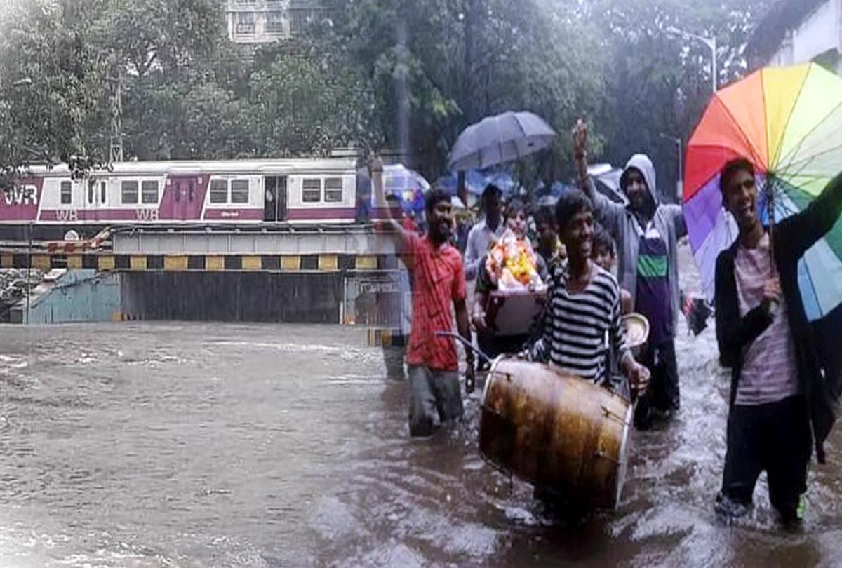 मुंबई में भारी बारिश से जगह-जगह भीषण जलभराव, स्कूलों की छुट्टी, इन सात जिलों में अलर्ट जारी