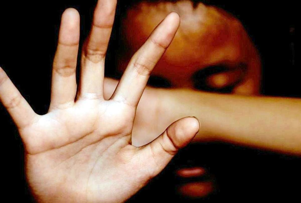 12 साल की लड़की के साथ 2 साल तक 30 लोगों ने किया यौन शोषण, पिता की भूमिका संदिग्ध