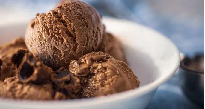 चॉकलेट आइसक्रीम को घर पर कैसे बनाएं , जाने विधि